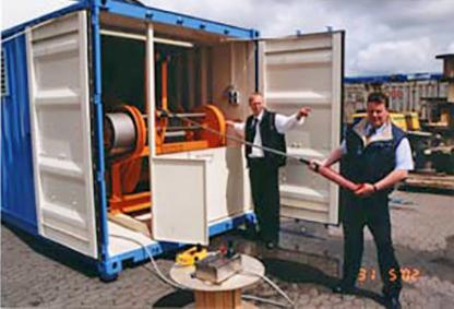 Das System besteht aus einer elektrohydraulischen Winde mit 1.000 m armiertem Schleppkabel eingebaut in einen 20' Container